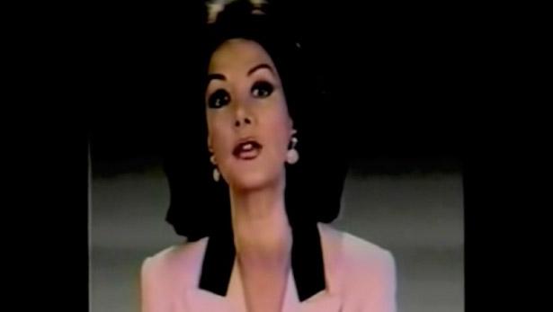 Virginia Vallejo presenta las noticias en inglés y español, 1994